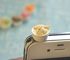 ice cream phone plug