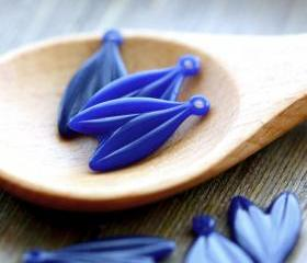 Vintage Blue Double Hanging Leaf Plastic Charms