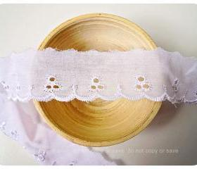 Scallop white cotton trim