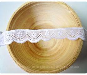 Scallop flower white trim lace