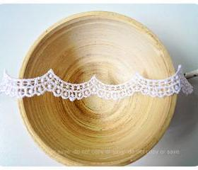 Scallop white detailed trim lace