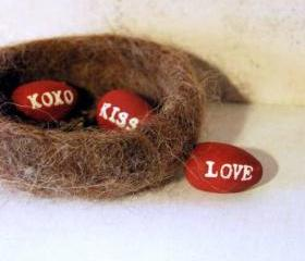 Love Nest - Love, Kiss, XOXO Wool Felt Nest and Valentine Eggs
