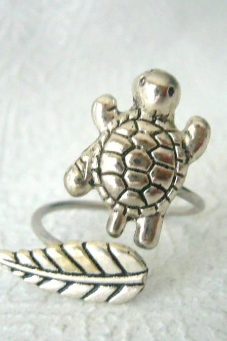 silver turtle ring with a leaf, wrap open style, adjustable ring, animal ring