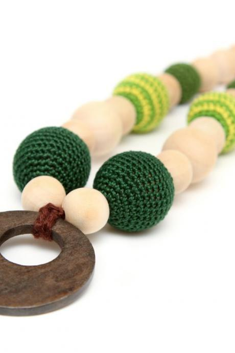 Crochet Breastfeeding/Nursing necklace - Teething toy with wooden ring pendant in emerald green colors and yellow - mom accessory