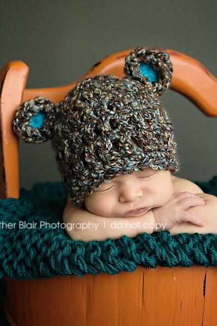 Baby bear hat with blue ears in chunky yarn of blue and brown - NEWBORN SIZE