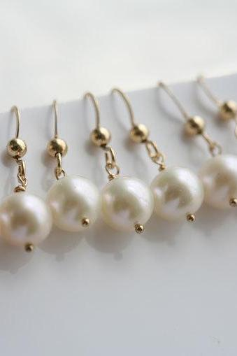 bridesmaid gifts,Set of 5,Wire wrapped pearls,gold earrings,bridal jewelry,wedding jewelry,wedding party gift,mothers gift