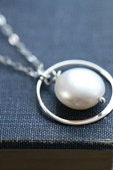 Circle necklace,Coin pearl sterling silver necklace,bridesmaid gifts,wedding jewelry,simply daily jewelry,pearl