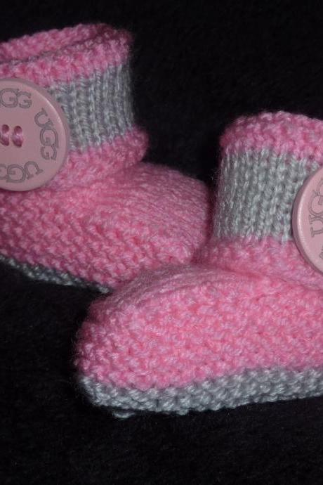 BABY BOOTIES WITH LARGE WOODEN BUTTON