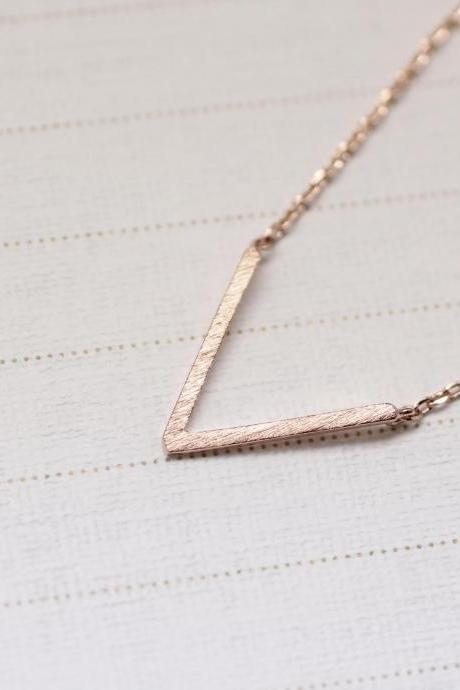 Geometric Skinny V Necklace in pink gold