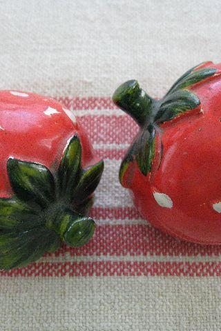 Strawberry Salt n Pepper Shakers Vintage Made in Japan