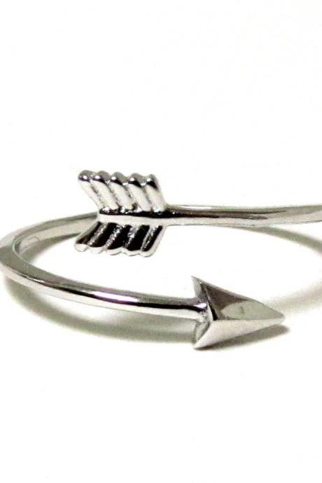 Arrow Ring - Rhodium over Sterling Silver Arrow Ring in size 5
