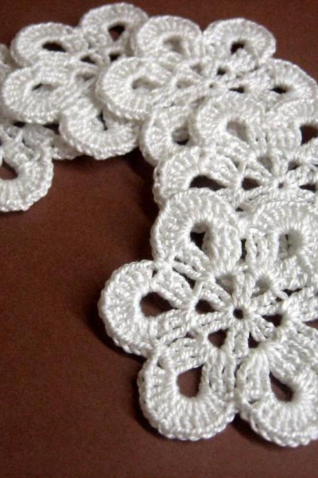 Handmade Crocheted Flower Appliques Motifs in white 5 pc, 2,5 inches