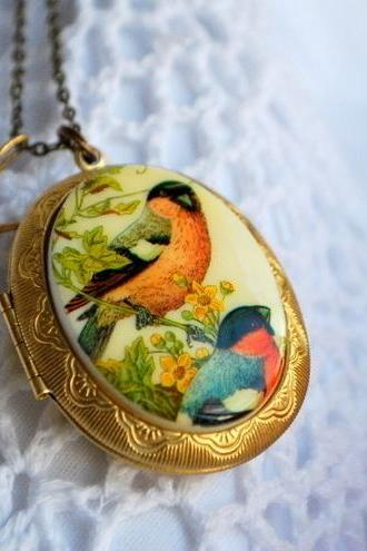 Vintage Bullfinch Cameo Locket