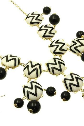 Bubble Necklace Black & White Chevron