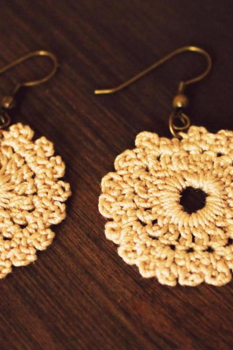'Mini doilies' crocheted earrings (Beige)
