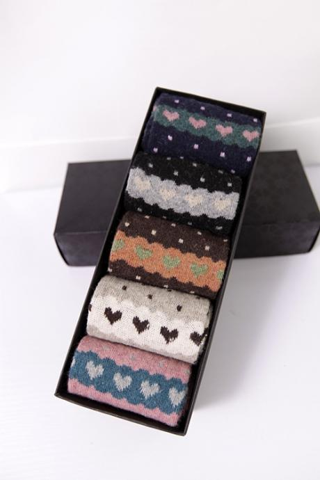 Gift box!winter dot and love heart woolen socks