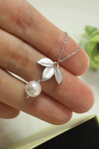 White pearl necklace, with 3 Leaves pendant, silver leaf, Swarovski Pearl, wedding