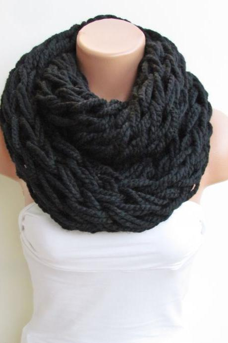 Infinity Black Scarf,Neckwarmer,Knitted Scarf,Circle Loop Scarf, Winter Accessories, Fall Fashion,Chunky Scarf.Cowl Scarf