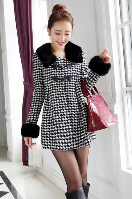 Latest Houndstooth Pleated Woolen Coats with Horn Button - White