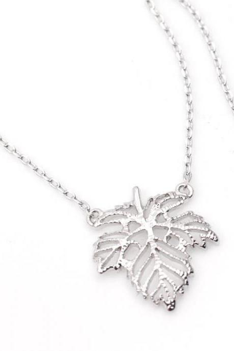 Dainty Ivy Leaf Pendant necklaces in Silver