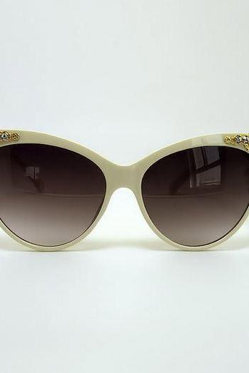 Avant-garde Cat Eye Sunglasses w/ Metal Flower & Bee (Cream or Black)