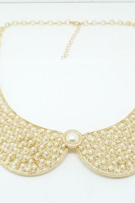 Elegant Collar Shaped Pearl Necklace