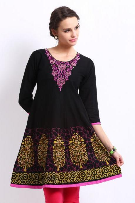 Women Black Embroidered Kurta