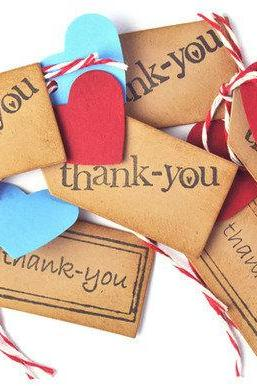 10 Thank you mini tags with red and turquoise hearts.