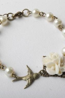 Ivory pearls and flower bird bracelet, bridesmaid bracelet, vintage style, ivory wedding, swallow, delicate, junior bridesmaid, flower girl