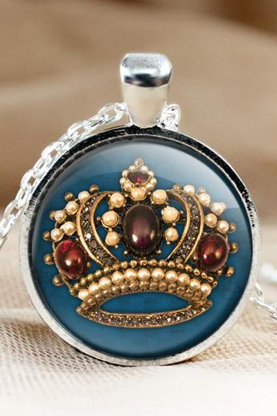 Crown Glass Pendant Necklace.crown Photo Pendants.1 inch circle. Photo Necklace.crown jewelry.Glass Charm (HD82)