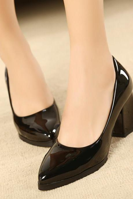 Crude fashion beautiful patent leather shoes with pointed shoes