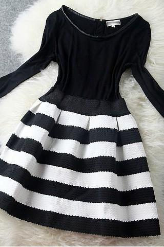 Elasticity Black and white striped Princess dress H442212