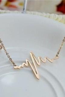 Heartbeat Feeling Female Short Paragraph Clavicle Chain Necklace
