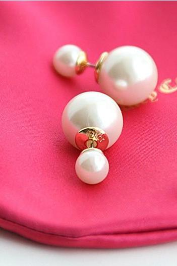 The size of the pearl logo stud earrings