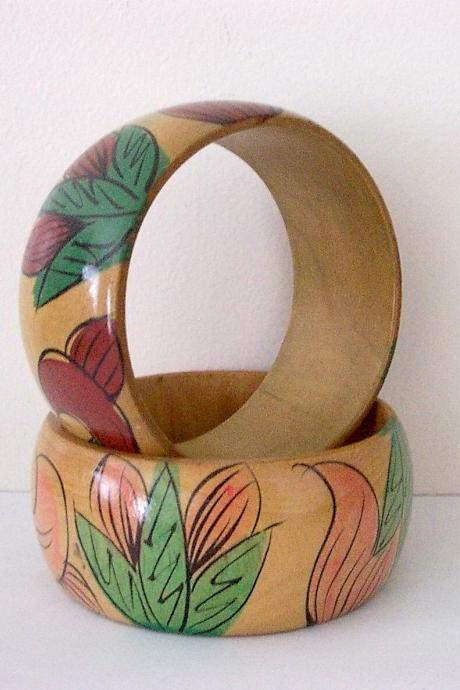 Vintage Wood Bangle Bracelet Pair Handpainted Flowers Taiwan ROC 1970s