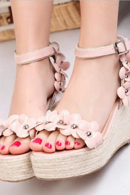 The lady with the slope with waterproof word buckle shoes wedge sandals