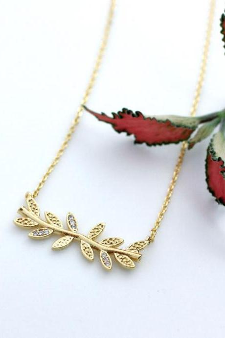 Siadeways Bay Leaf branch pendant necklace detailed with CZ in gold