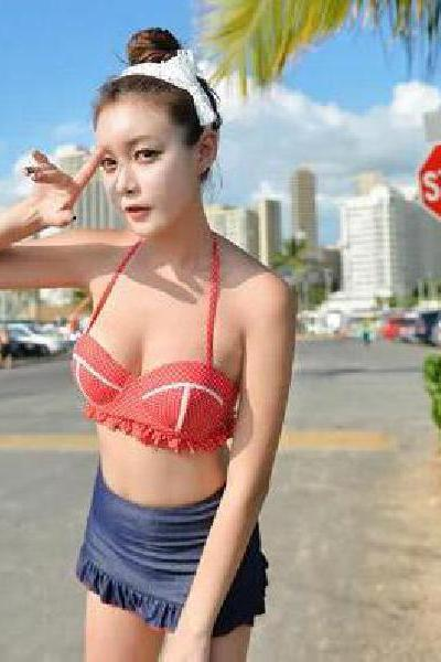 Gathered thoracic skirt bikini covered three times female bathing suit