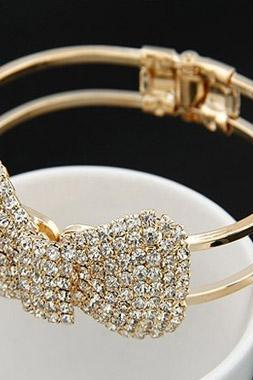 Adorable Crystal Embellished Bow Bracelet