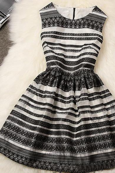 Fashion striped embroidered dress DG61447