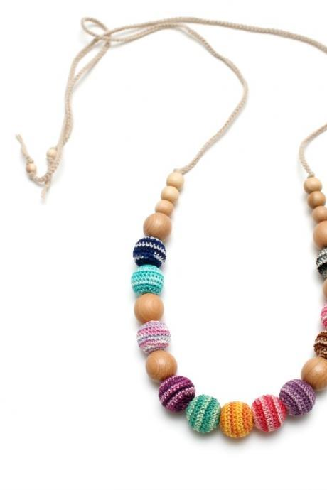 Colorful organic nursing necklace in juniper by MagazinIL