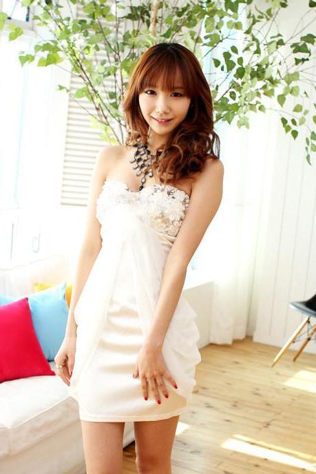 Flower Decorated Low Cut Chiffon Spliced White Tube Dress