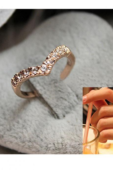 Fashion Cute V Shaped Shining Crystal Gold Filled Ring Women New Jewelry