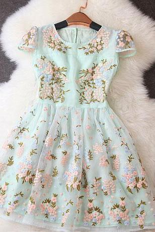 Fashion Embroidery Stitching Floral Printed Short-sleeved Dress