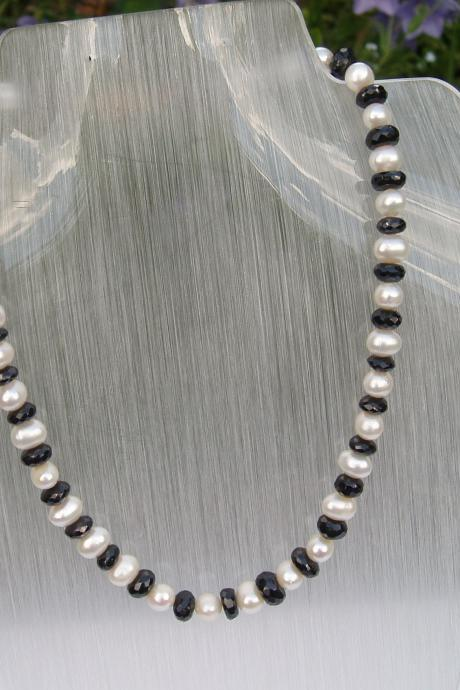 White Culture Pearls and Black Spinnel