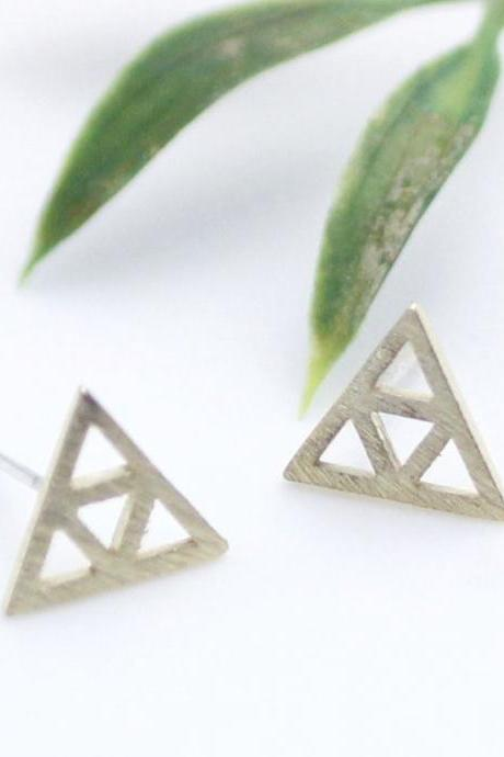 Cut- out Tri Force Stude Earrings in gold