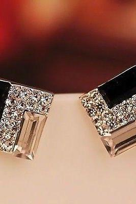 Free shipping Hot Selling New Fashion Women Lady Elegant Crystal Rhinestone Ear Stud Earrings