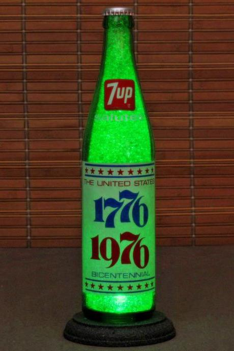 Vintage 7-up 1776-1976 Bicentennial Soda LED Bottle Lamp Bar Light Made in USA