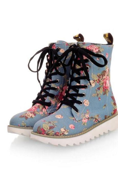 Women Cleated Ankle High Lace-Up Floral Canvas Boots