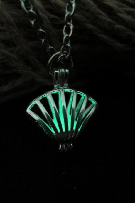 Free Shipping Green Luminous shell necklace, prom jewelry, party jewelry,Glow in the dark Green necklace,Glowing Pendant Necklace,Party necklace